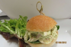 Finger-Food-Mini-Slider-Chicken-Avocardo